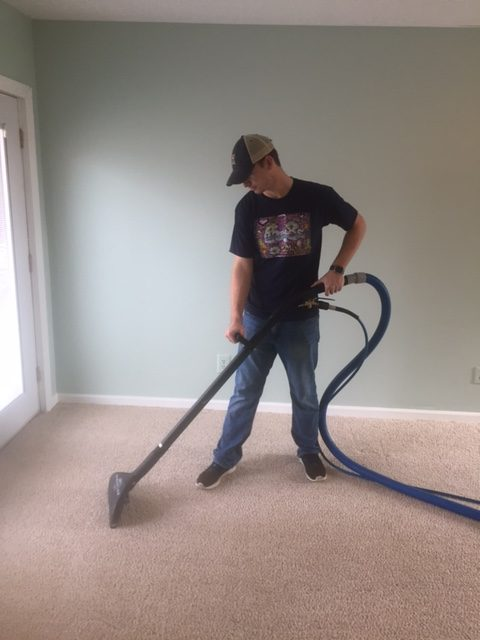 Steam cleaning carpet in Johnsoncity